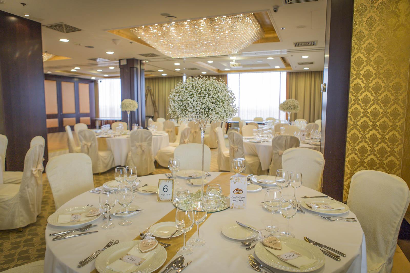 Esküvői kulisszatitkok – ilyen volt 2020 első dekorációja